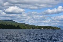Vista del lago George dal villaggio, nello Stato di New York Fotografia Stock Libera da Diritti