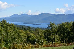 Vista del lago George, dalla montagna di prospettiva, a New York Immagine Stock Libera da Diritti
