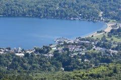 Vista del lago George, de la montaña de la perspectiva, en Nueva York Fotos de archivo
