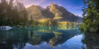 Vista del lago Hintersee in alpi bavaresi, Germania fotografia stock libera da diritti