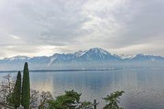 Vista del lago Lemano da Montreux in Svizzera nell'inverno Fotografia Stock Libera da Diritti