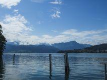 Vista del lago lucerne con le alpi svizzere nel fondo Fotografia Stock Libera da Diritti