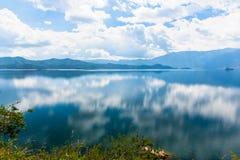 Vista del lago Lugu Immagine Stock