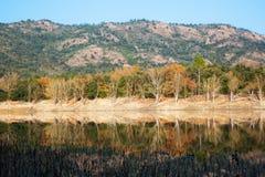 Vista del lago Muga in autunno catalonia Immagini Stock