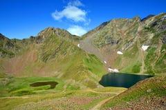 Vista del lago Oncet nelle montagne di Pirenei fotografia stock libera da diritti