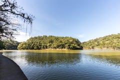 Vista del lago park de Malwee Jaragua hace Sul Santa Catarina Imagen de archivo