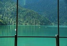 Vista del lago Rits del café Imagen de archivo