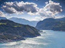 Vista del lago Serre-Poncon Fotografía de archivo libre de regalías