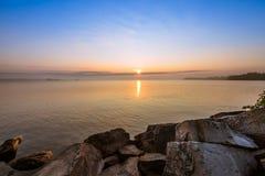 Vista del lago Simcoe durante salida del sol Imagen de archivo libre de regalías