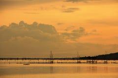 Vista del lago Songkhla che ha gabbia del pesce in acqua; Koh Yor, provincia di Sonkhla, Tailandia Fotografia Stock Libera da Diritti
