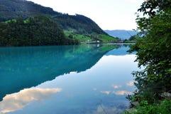 VISTA DEL LAGO IN SWIZERLAND Immagine Stock