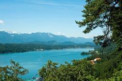 Vista del lago Woerther Imágenes de archivo libres de regalías
