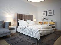 Vista del letto progettato in camera da letto contemporanea Fotografie Stock Libere da Diritti