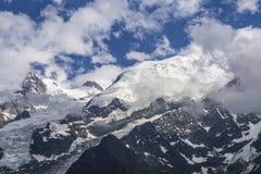 Vista del macizo y del glaciar de Mont Blanc en junio Montan@as francesas fotografía de archivo libre de regalías