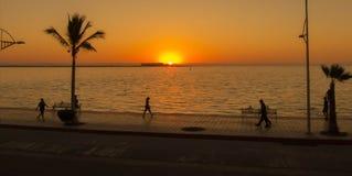 Vista del malacon con puesta del sol Foto de archivo libre de regalías
