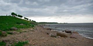 Vista del mar Báltico de los jardines Imágenes de archivo libres de regalías