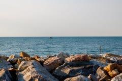 Vista del mar de la orilla fotografía de archivo libre de regalías