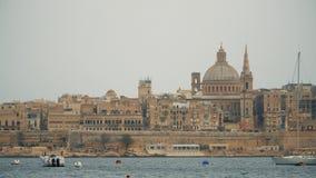 Vista del mar Mediterraneo, di La Valletta e dell'isola di Malta stock footage