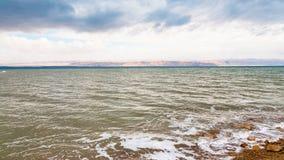 Vista del mar Morto nella mattina di inverno Immagini Stock