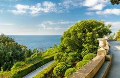 Vista del Mar Nero dal palazzo di Vorontsov in Alupka, Crimea immagini stock