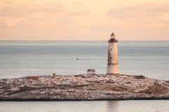 Vista del mare al piccolo faro di Torungen un l'inverno variopinto freddo immagine stock libera da diritti