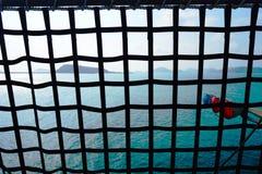 Vista del mare attraverso la rete Fotografia Stock