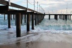 Vista del mare con il pilastro Fotografia Stock