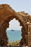 Vista del mare con le rovine antiche Fotografia Stock Libera da Diritti