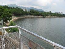 Vista del mare dal parco di lungomare di Tai Po, Hong Kong immagini stock