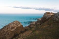 Vista del mare dalle rocce Fotografie Stock Libere da Diritti