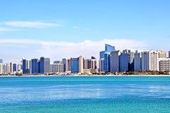 Vista del mare della città Abu Dhabi Fotografia Stock