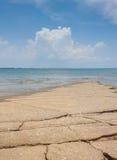 Vista del mare della spiaggia di Susan Hoi (Shell Beach Cemetery fossile) in Krabi T Immagine Stock Libera da Diritti