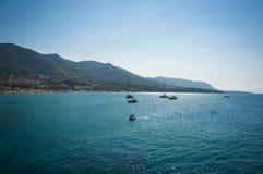 Vista del mare di Cefalu in Sicilia Fotografie Stock Libere da Diritti