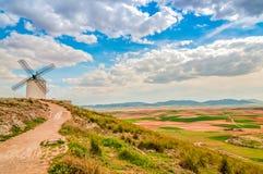 Vista del molino de viento en Consuegra, España Fotografía de archivo libre de regalías