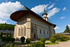 Vista del monastero di Putna in estate Fotografia Stock