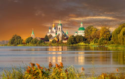 Vista del monastero di Spaso-Yakovlevsky Fotografia Stock Libera da Diritti