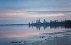 Vista del monastero di Spaso-Yakovlevsky Immagine Stock Libera da Diritti