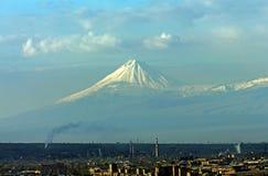 Vista del monte Ararat majestuoso Fotografía de archivo libre de regalías