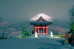 Vista del monte Fuji dal parco di Heiwa immagine stock