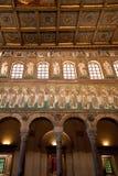 Vista del mosaico en la pared izquierda en Sant Apollinare Nuovo Foto de archivo