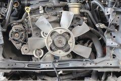 Vista del motor de coche roto viejo imágenes de archivo libres de regalías