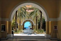 Vista del océano a través de los arcos en Cabo San Lucas, México Foto de archivo
