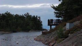 Vista del país de la cabaña en Muskoka, Ontario almacen de video