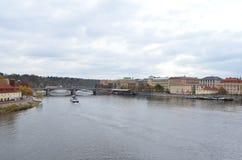 Vista del paesaggio del fiume della Moldava a Praga, repubblica Ceca Immagini Stock Libere da Diritti
