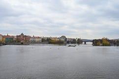 Vista del paesaggio del fiume della Moldava a Praga, repubblica Ceca Fotografia Stock