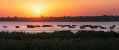 Vista del paesaggio del lago al tramonto Fotografia Stock Libera da Diritti