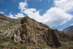 Vista del paesaggio della montagna nel Kirghizistan Valle verde nel panorama delle colline della montagna immagini stock
