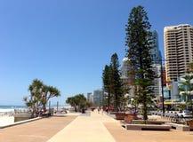Vista del paesaggio della passeggiata della spiaggia di paradiso dei surfisti Immagine Stock