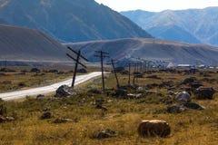 Vista del paesaggio di Altay Mountains e della strada principale di Chuya nella Repubblica di Altai Fotografia Stock