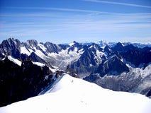 Vista del paesaggio di estate del massiccio della montagna di Mont Blanc dal supporto di Aiguille du Midi Immagini Stock